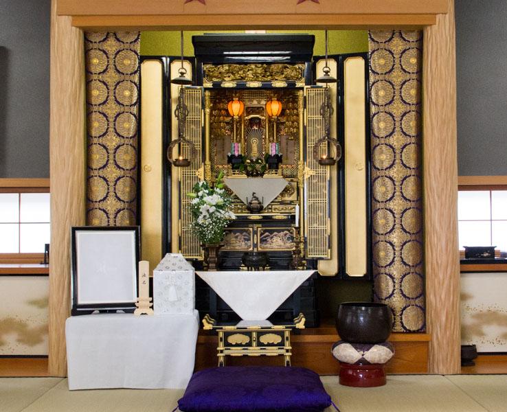 仏壇と中陰壇の写真