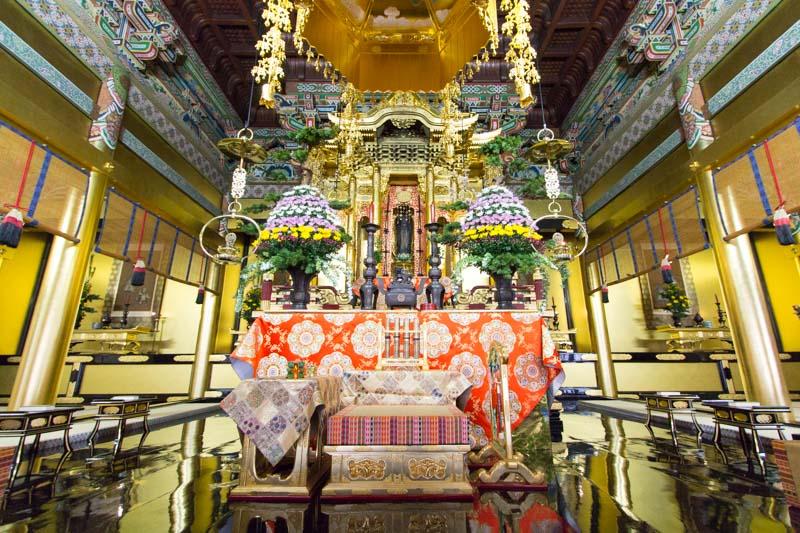 本山興正寺阿弥陀堂の五具足の飾り方